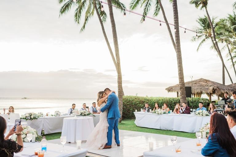 Rae Marshall Is A Hawaii Wedding Photographer Based On Oahu And Travels To The Other Islands Maui Island Kauai Lanai Molokai